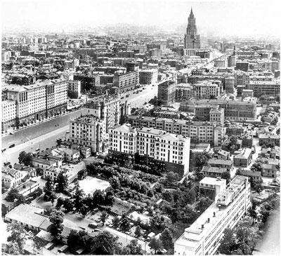Вид Новинского бульвара с высотки на Кудринской площади. 1950-е