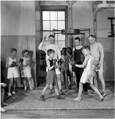 Боксирующие мальчики. 1924
