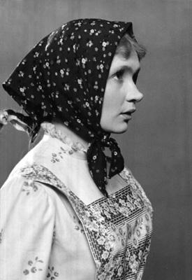 Дарья Максимовна Пешкова в спектакле «На золотом дне». 1955