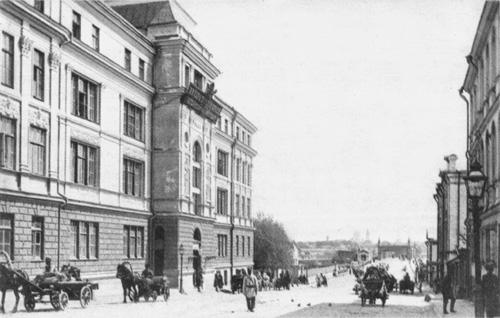 Вид на лицей цесаревича Николая от Крымской площади в сторону одноименного моста. 1903
