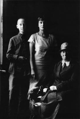 Л. Гумилев, А. Ахматова, А. Гумилева. 1927